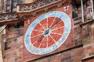 外壁の飾り時計